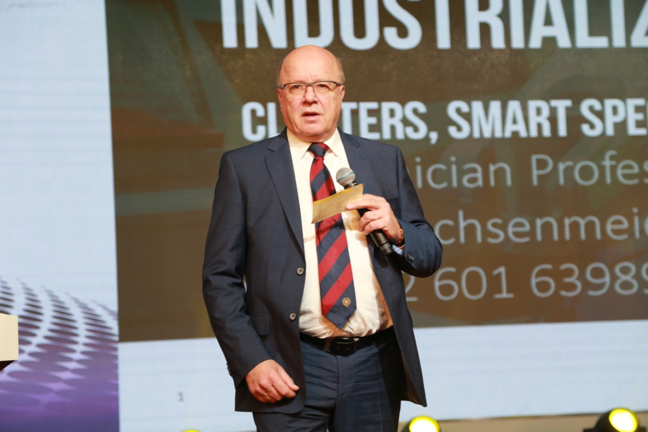 C:\Users\Administrator\Desktop\图片\7牛津大学教授、德意志联邦共和国国家科学与工程院院士Peter Sachsenmeier.JPG