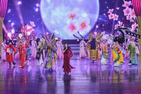"""""""2019年鹤壁市春节联欢晚会""""在鹤壁市艺术中心圆满落幕"""