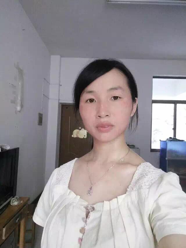 为了爱情选择妥协的刘艳会,用行动告诉别人她很坚强!