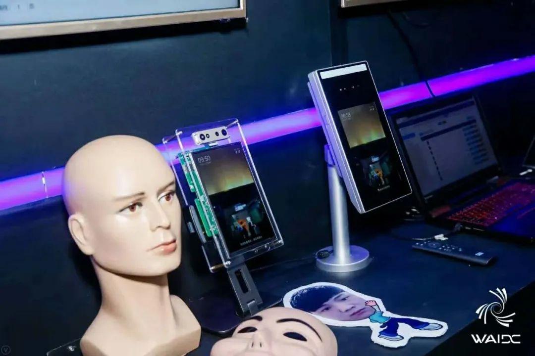 专访的卢深视:这匹的卢马,拉开3D人脸识别智能锁新赛道