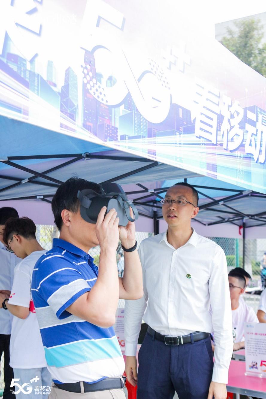 C:\Users\migu\Desktop\世界大学生33\(1101新闻稿)5G商用时代,中国移动咪咕领跑5G+VR体育场景创新应用落地\2.jpg