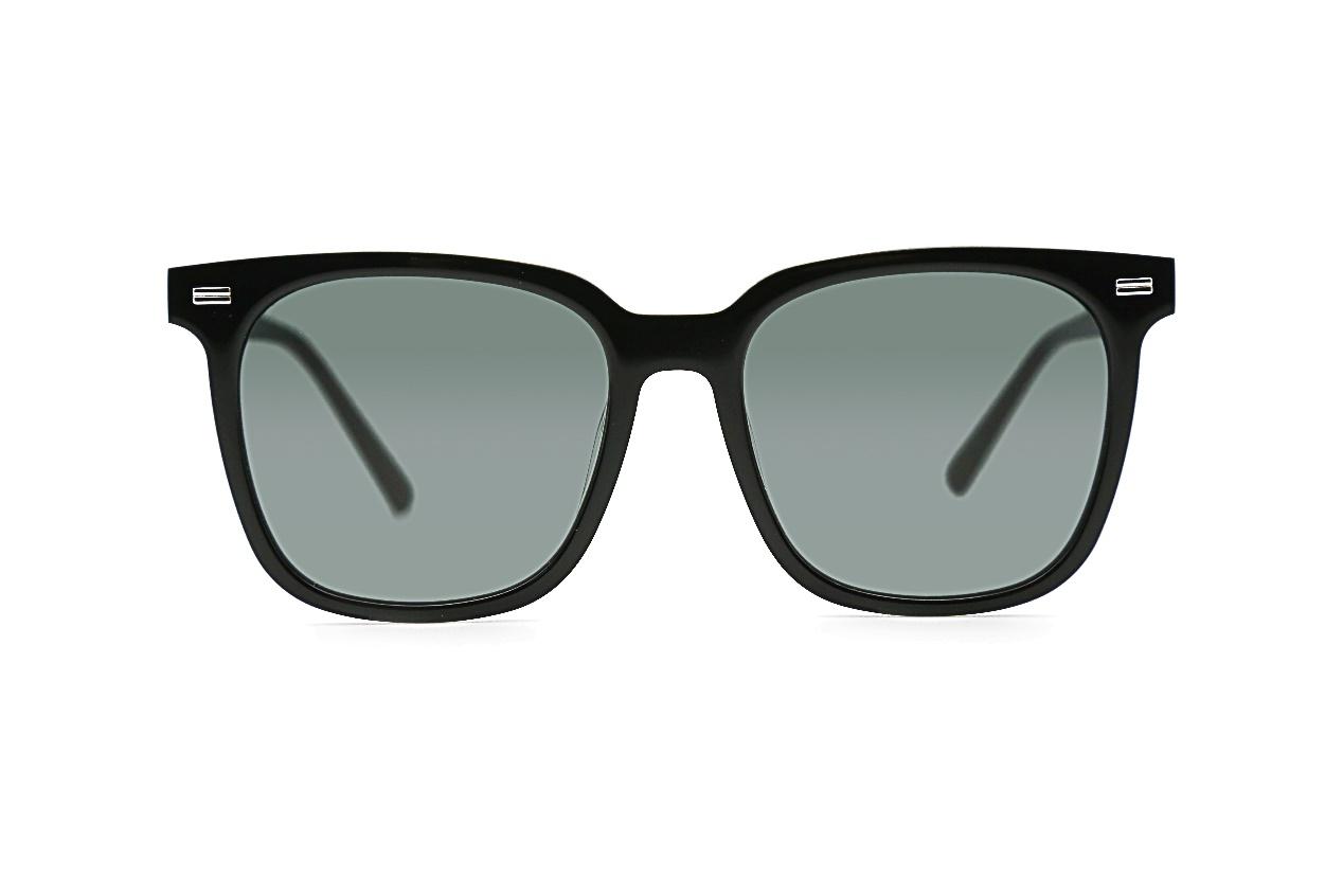 图片包含 眼镜, 墨镜, 游戏机, 镜子描述已自动生成