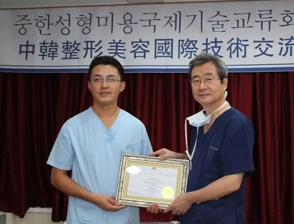 贵州利美康外科医院骆显红院长获国家隆鼻专利!