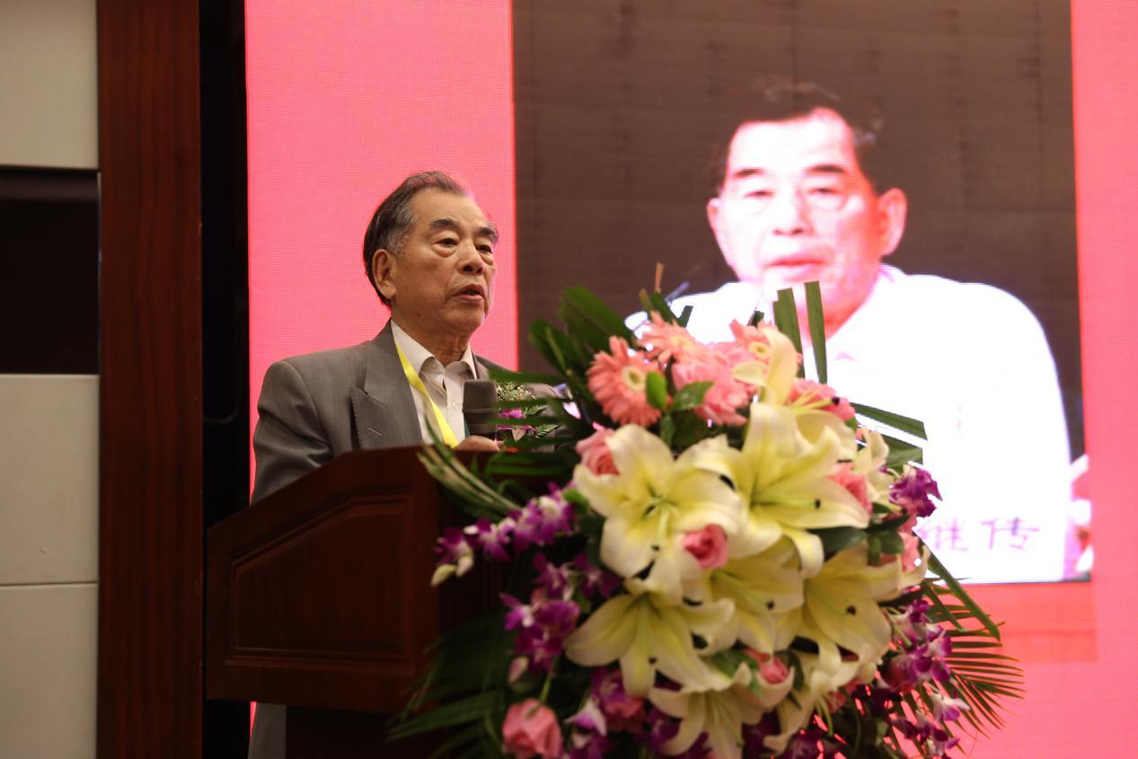 中国管理科学研究院常务副院长、学术委员会主任卢继传在大会上讲话