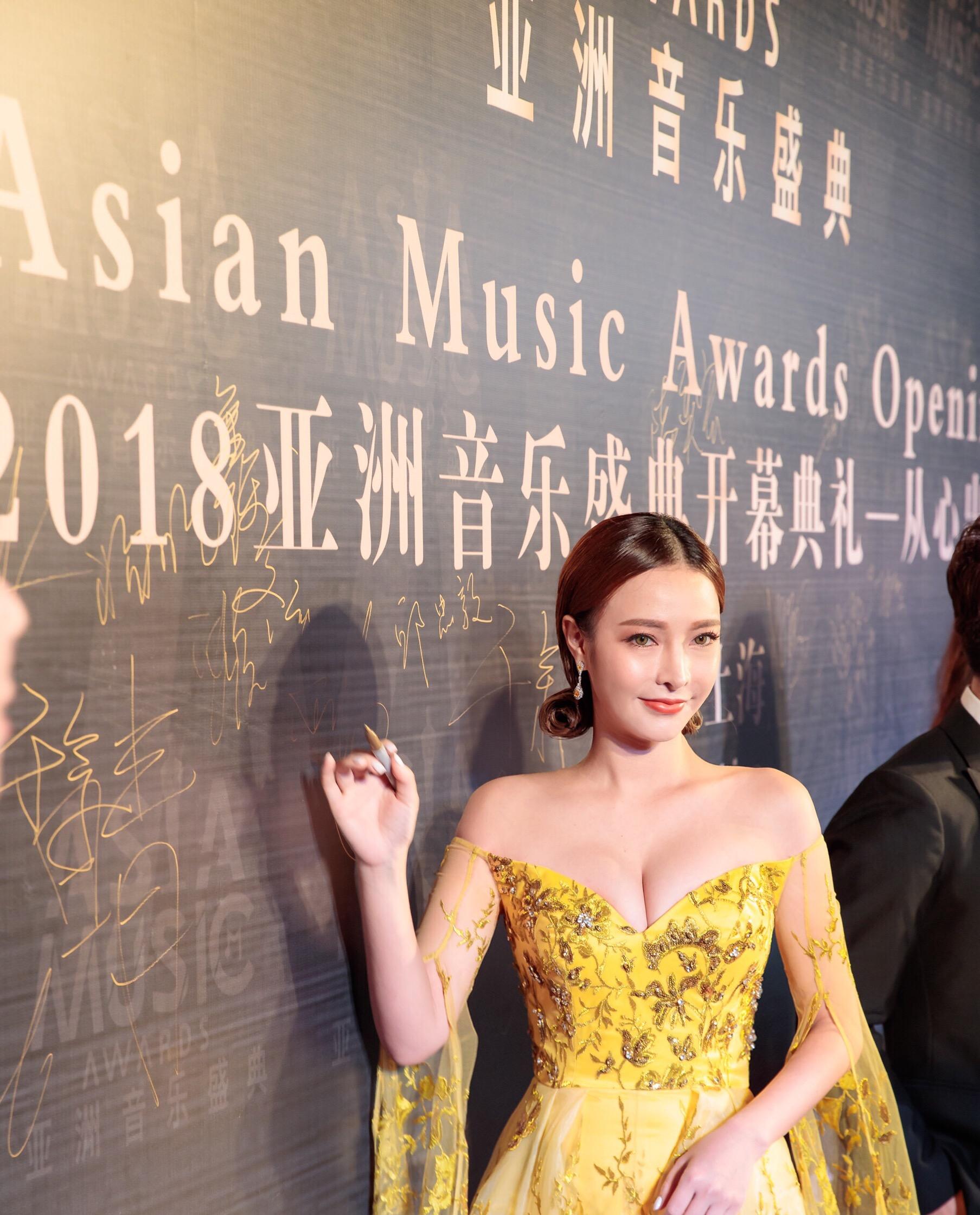 灵气高定设计师蔡安琪受邀出席2018亚洲音乐盛典并