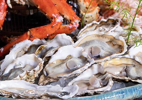 蚝门蟹宴,味蕾饕餮—池畔餐厅自助餐秋日上新,持蟹尝蚝正当时