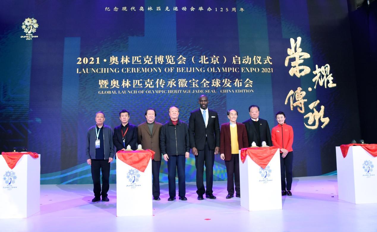 左起,中国工艺美术大师沈建元、中国工艺美术大师张铁成;中国美术家<span class=