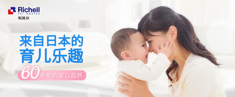 人抱着婴儿中度可信度描述已自动生成