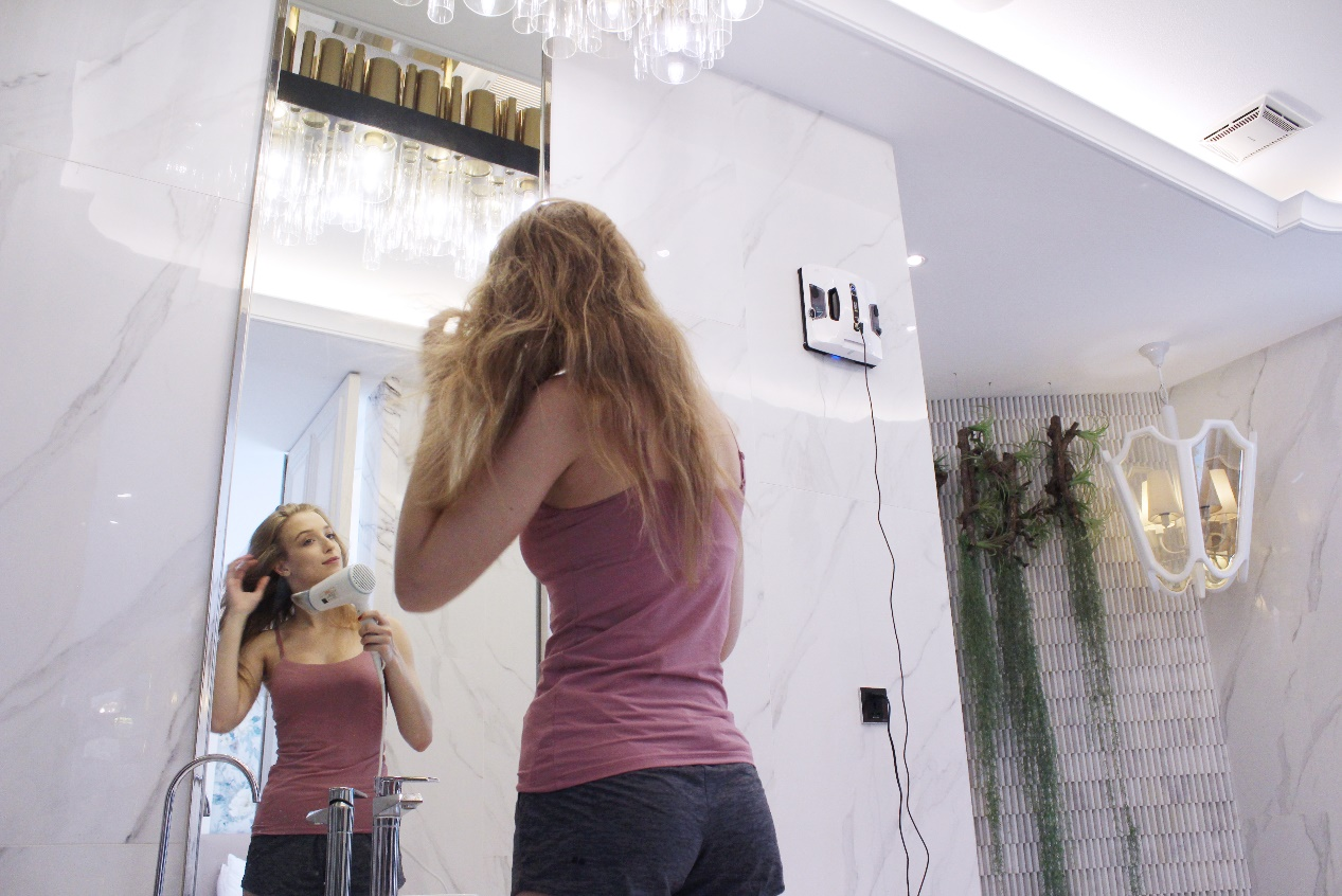 HOBOT玻妞2S新品上市 双向喷水 呈现与众不同的擦窗